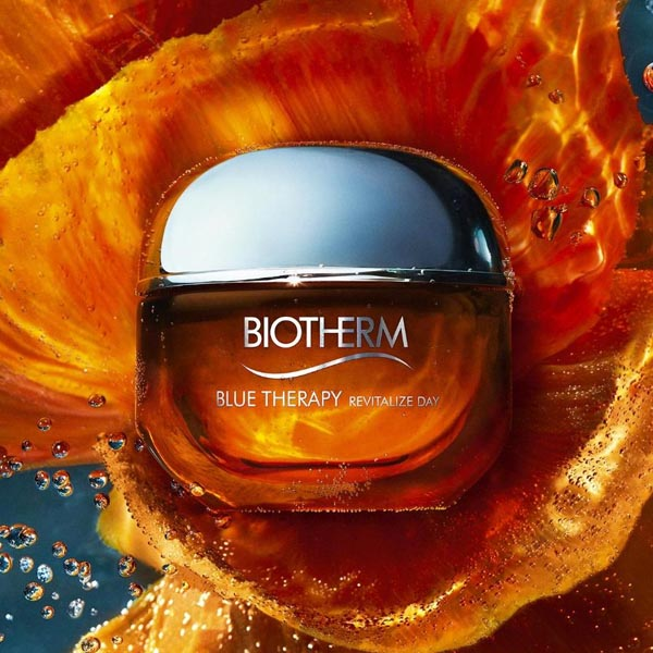 Blue Therapy Amber Algae Revitalize Day Cream from Biotherm is a daily anti-aging day cream that moisturizes, repairs and provides healthy and glowing skin.  https://bit.ly/BlueTherapyAmberAlgaeDay_Biotherm…  #lojaglamourosa #biotherm #bluetherapy #amberalgae #skincare #cosmetica pic.twitter.com/TFhWlKxlDn