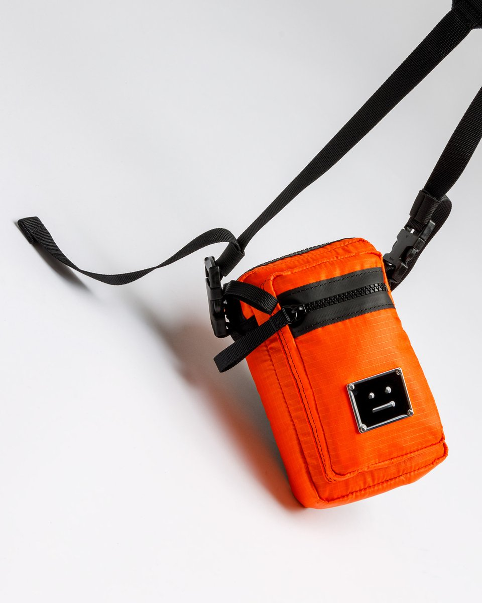 Add some Scandinavian zest to your accessories with this punchy orange @acnestudios bag -- http://end.global/b1hpic.twitter.com/oZ9b341UTt