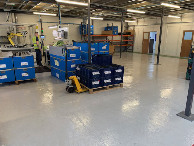 With our team of professionals we completed the flooring for the 1500 square meters #warehouse for Arrk Europe & we managed to do it in record-time!   Read how..https://bit.ly/3etiMuv  #SolihullHour #TelfordBiz #Bromsgrovehour #ManufacturingHour #WarehouseFlooring #UKmfg #IRX20pic.twitter.com/dPbhRUfYlW
