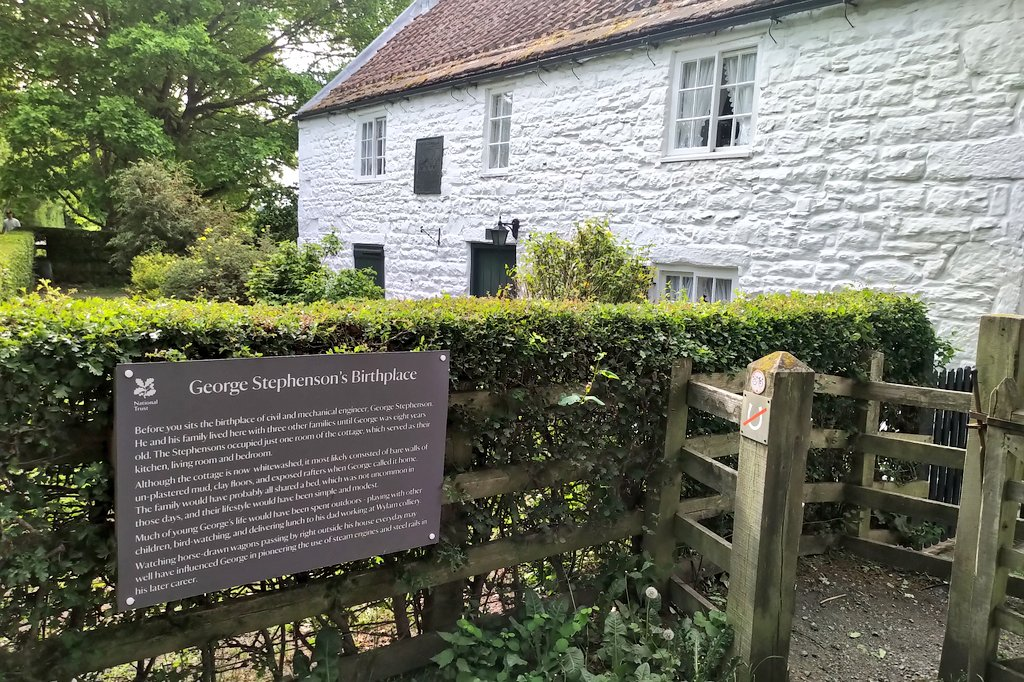 Beautiful bank holiday cycle ride out to Wylam & birthplace of George Stephenson. Always inspiring to read the life of one of the greats of #engineering, self taught who grew up with his family in a single room in this cottage. pic.twitter.com/iQfjhRFC2v