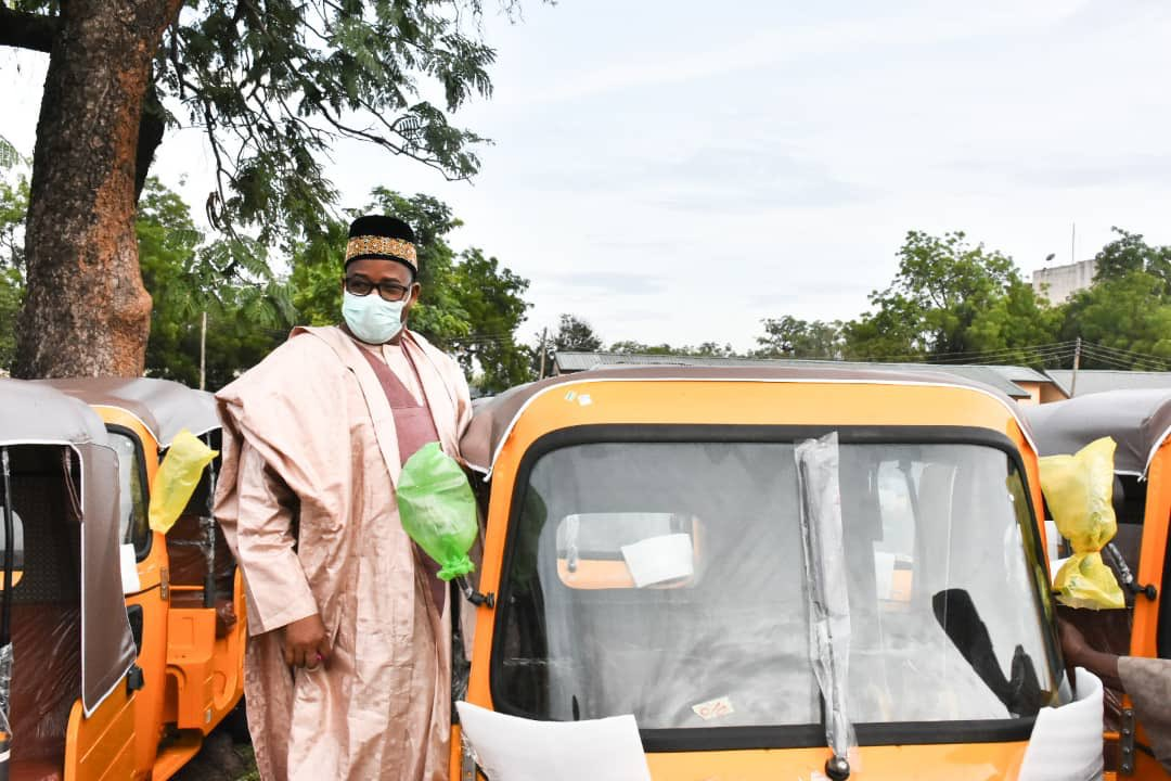 Govornor Bala Mohammed on Inspection visit to the KEKE NAPEP  site newly  purchased by the Bauchi State Government For distribution to Achaba   riders today 25thMay , 2020. Shaharuddin Galaje an Baban Zarah Office of the SSA Media Press Government House Bauchi an support KSMF pic.twitter.com/6ArxFsJjyF