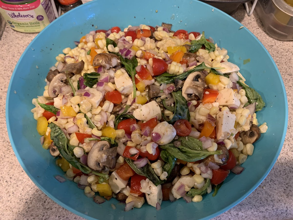 One of my favorite Summer salads to make. All you need is corn, bell peppers, fresh basil, red onion, grape tomatoes, mozzarella cheese, and mushrooms. The dressing is olive oil, apple cider vinegar, salt, and pepper. Mix together and enjoy. The flavors are amazing! #HealthyEats<br>http://pic.twitter.com/ukZ5bFsKUk