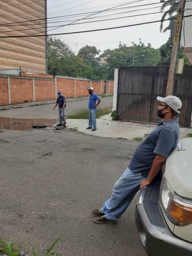 #25May| Personal de #Hidrocentro realizó Limpieza de tramos de colector en Urb. Campo Alegre av. 113. Del Mcpio #Valencia. #QuedateEnCasa https://t.co/5UNZO0vXZT