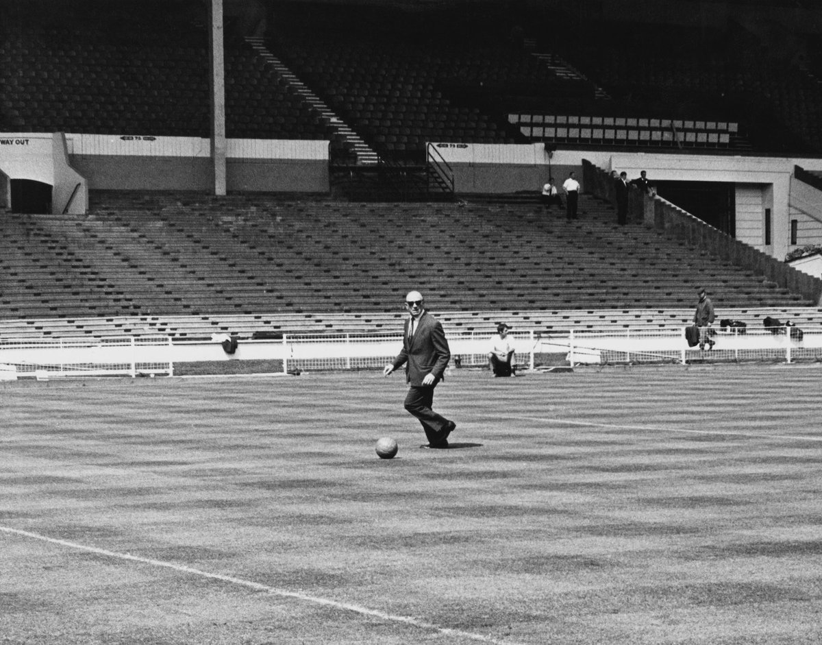Sir Matt Busby @ Wembley 📍🕶️  This time tomorrow we're taking you back to the 1968 European Cup Final 📺🍿  #MUFC #MatchRewind https://t.co/e3RH5n3EwJ