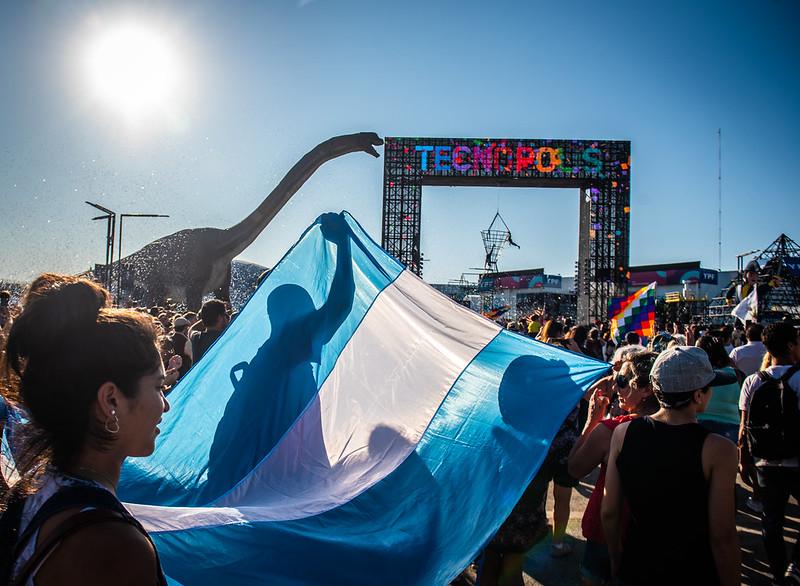 Sabemos que estamos afrontando un momento difícil como sociedad, pero tenemos la esperanza que con la solidaridad como bandera superaremos cualquier batalla. ¡Feliz día! 🇦🇷 https://t.co/esN39gY3bY