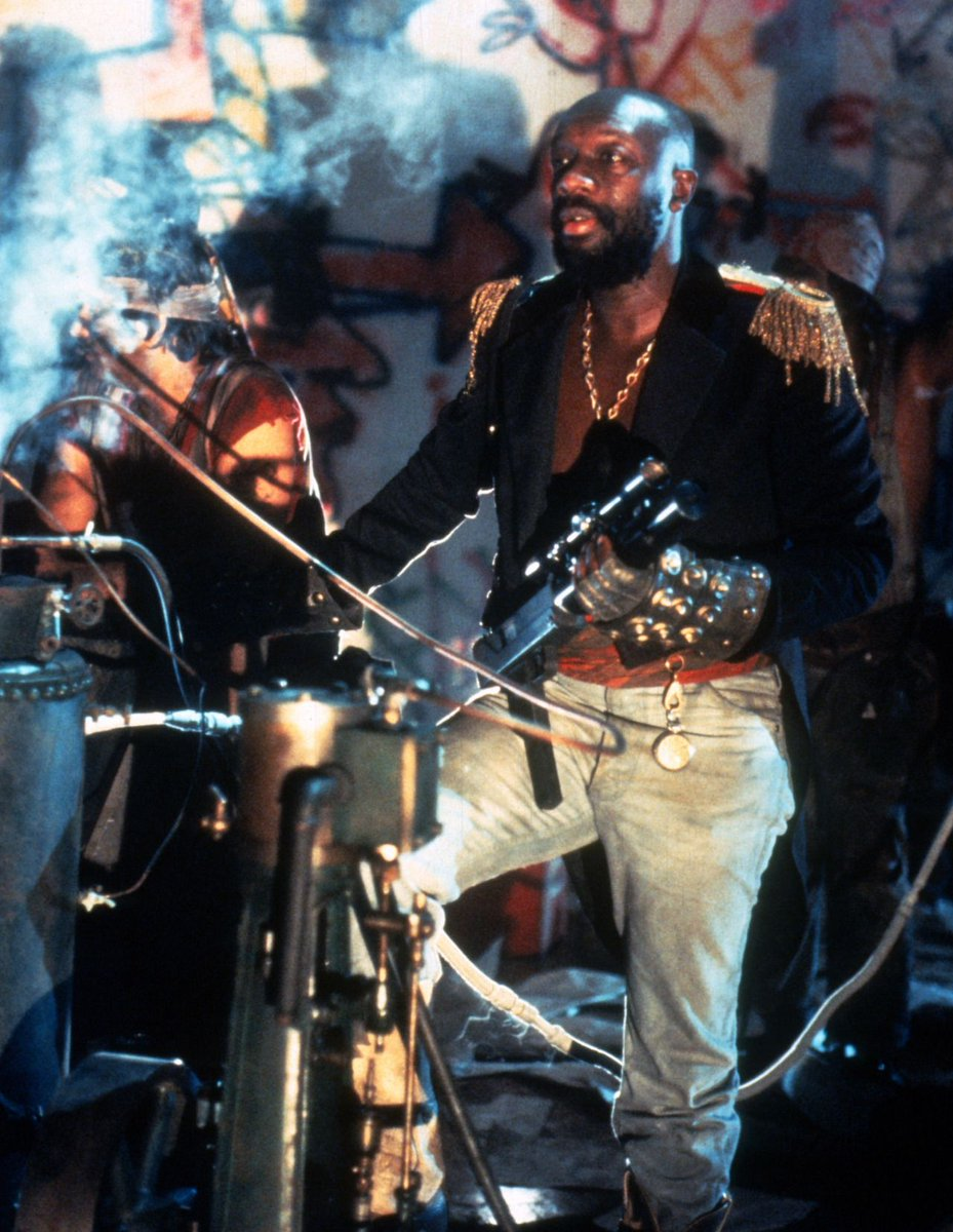 A brief, but beautiful, interruption by Isaac Hayes for your visual and audible pleasure. Just look at him.