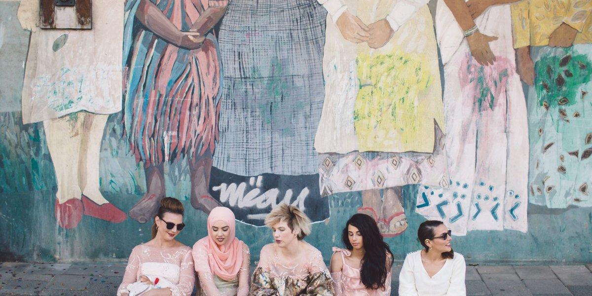 Our fabulous sisters united in one picture, all wearing handcrafted garments→https://www.maisonmelise.com/photo/chitter-chatter/…  : @bortescristian   #maisonmelise #modestfashion #bridaldesigner #muslimfashion #fashion #ramadan #rotterdam #entrepreneurs #photography #thenetherlands #sustainablefashionpic.twitter.com/TN5KipI5WT