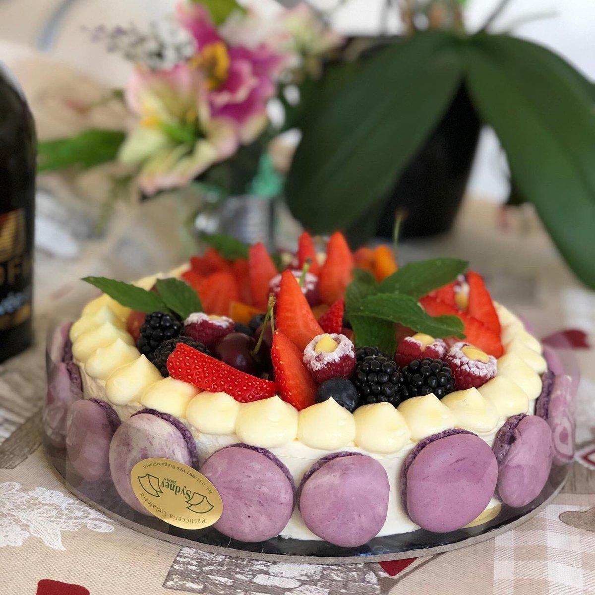Pan di Spagna chantilly e frutta 5d!!! Una torta davvero unica con un nome unico!!!#pasticceriasydney2000 #bulgarograsso #chantilly #pandispagna #frutta #menta #unica #special #specialepic.twitter.com/nCBDcUhCXK