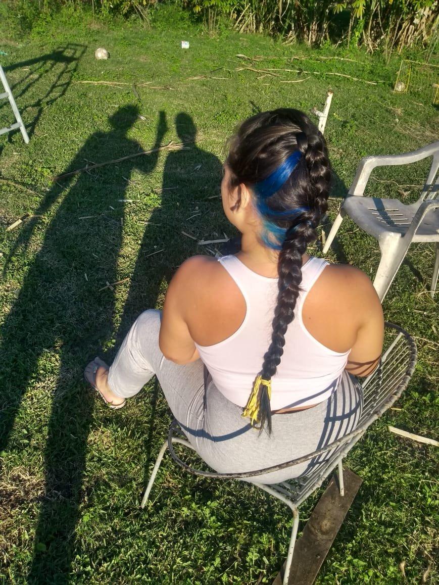 [25/5 16:22] : gostosa [25/5 16:22] : estilosa [25/5 16:22] : em cas [25/5 16:22] : e o sol ta lindo  To apaixonada no meu cabelo!!  #trança #bluepic.twitter.com/7cvgzFCygg