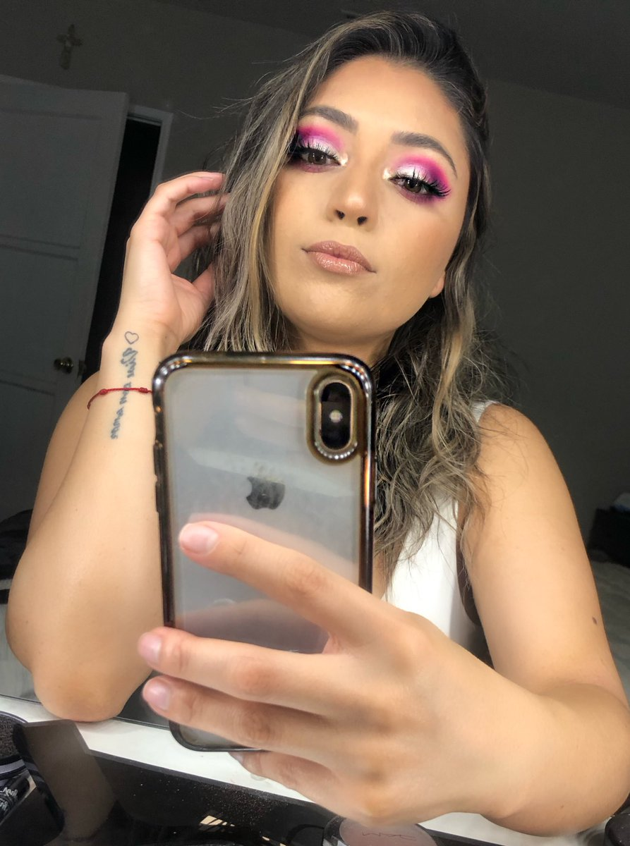 I like to #color with #makeup pic.twitter.com/9ni8wmnGjY
