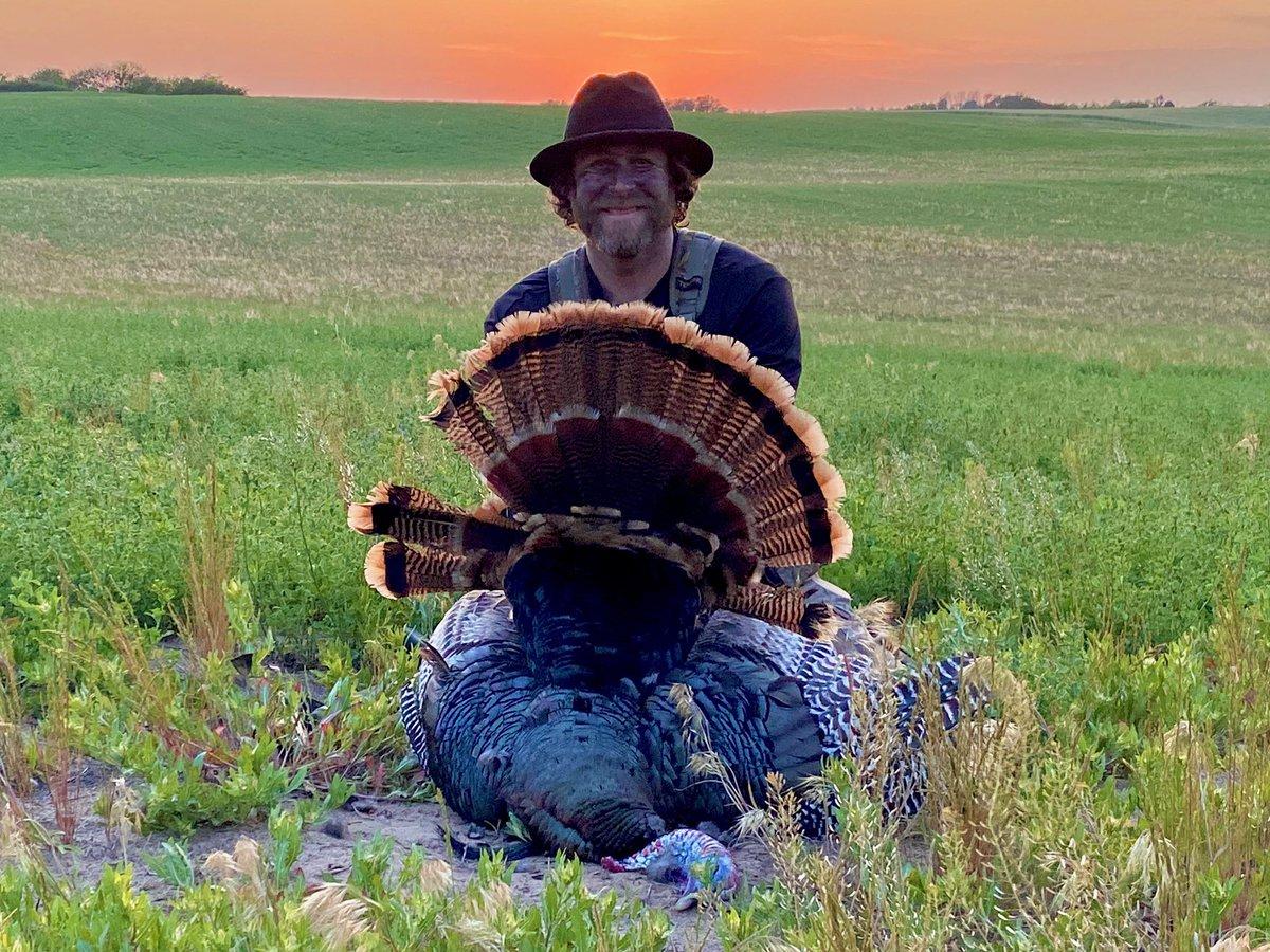 Congratulations to Matt Duff on his Kansas gobbler!   We hope you all had a safe Memorial Day!   @tenzingoutdoors  @SmokeySnuff   #MajorLeagueBowhunter #NeverStopLearning #SmokeyMountain #Tenzing https://t.co/hJ5NoO3OBa