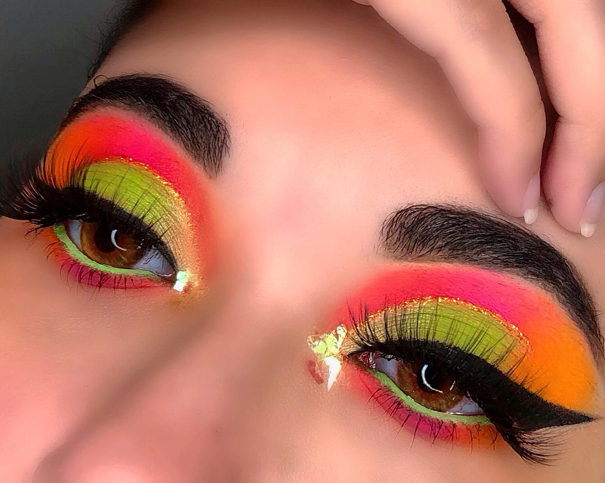 """@ABHcosmetics @norvina  #dipbrowgel """"Dark Brown""""  #dipbrow pomade """"Dark Brown"""" @ABHcosmetics @norvina eye primer  @Peachyqueengirl I'll Be There For You palette @Maybelline eye studio gel liner  @ColourPopCo créme liner """"electric daisy""""pic.twitter.com/2g8XCz2Hp7"""