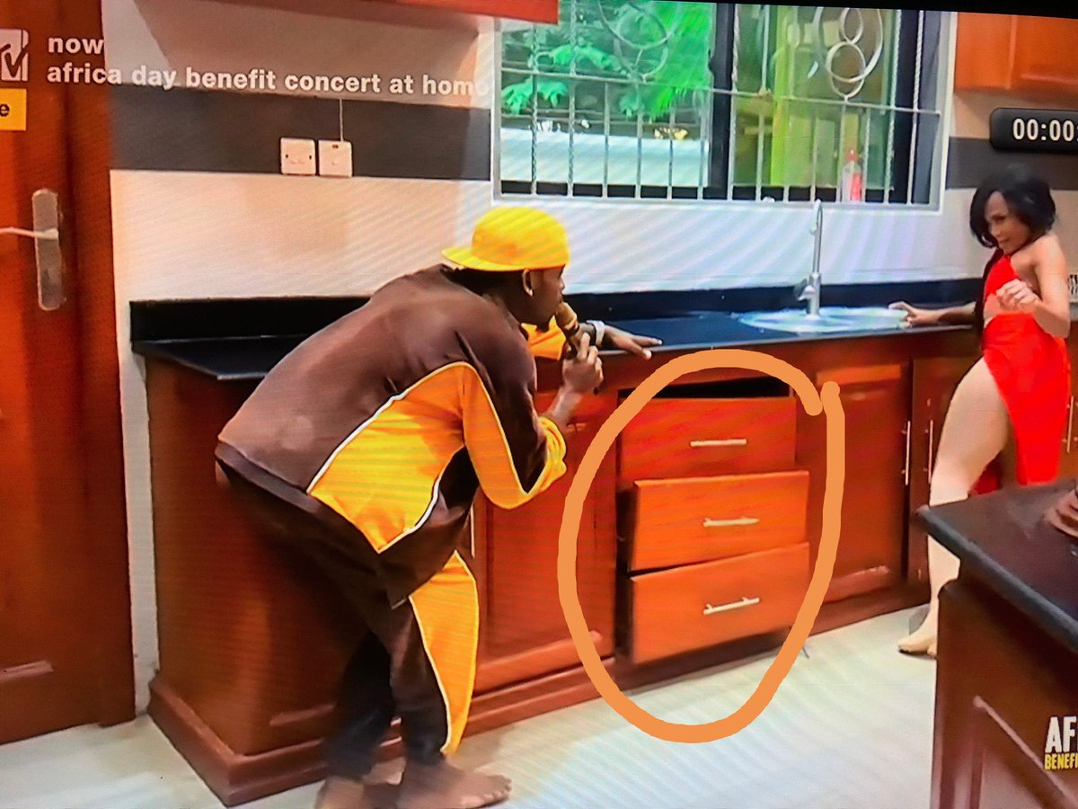Diamond Platinumz kitchen mess#AfricaDayBenefitConcert <br>http://pic.twitter.com/Gk7CWQ6sO8