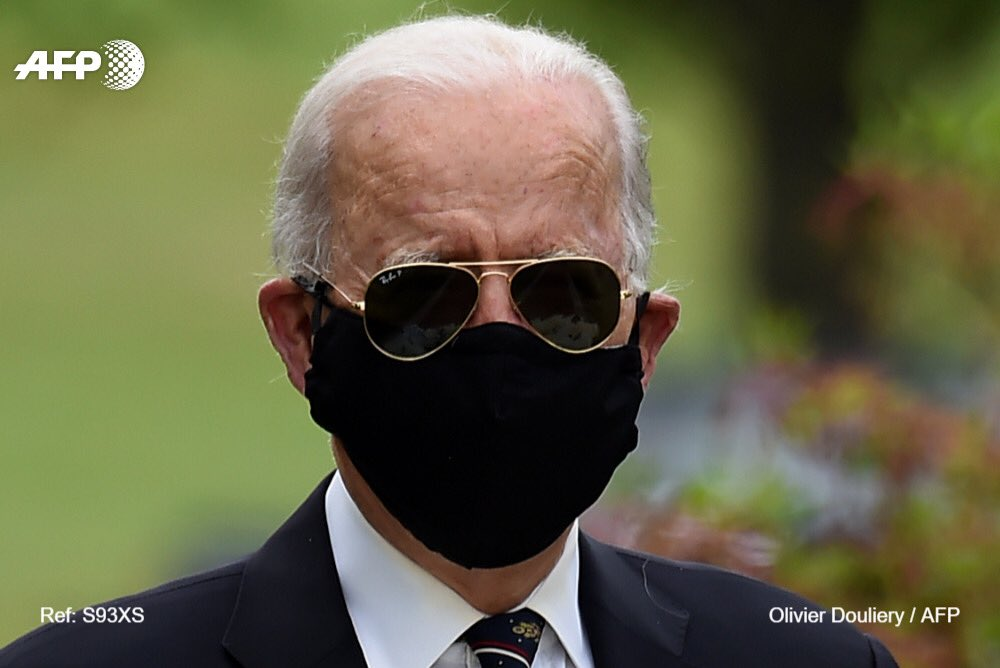 TRUMP TWEET: This might help explain why Trump doesn't like to wear a mask in public. Biden today. ... - Time of Tweet: 2020-05-25 18:20:08