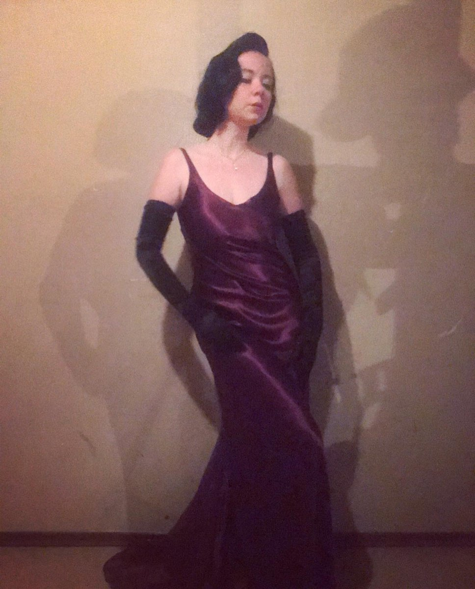 Feeling so much like 'Joan Crawford' In This Stunning 1920's/1930's style Purple Silk Gown I Purchased Form @kmtswinnipeg for Only 5.00 Dollars when they reopened their Doors last week for the first time Since this Pandemic Began. #oldhollywood #oldhollywoodglamour #style #1930'spic.twitter.com/qLfAoQG83b