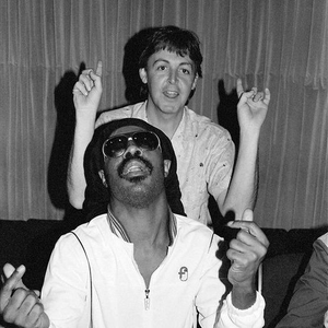 Now Playing: Ebony And Ivory - Paul McCartney and Stevie Wonder - Listen now at http://wave80hits.com #80s #80smusicpic.twitter.com/gBKyEoXahJ
