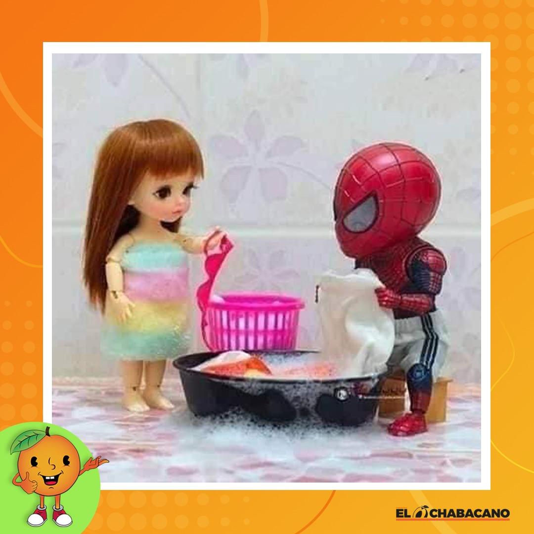 Lavando en equipo.  #parejas #cuarentena #QuarantineLifepic.twitter.com/hfWRmQO9hf