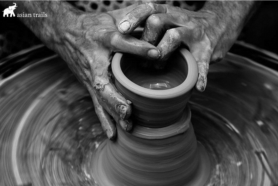 Fun for the whole family and supporting a great local cause. Pottery and ceramics lessons now available at a leading #SiemReap centre. http://bit.ly/2nWlYqF  #GivingBackpic.twitter.com/GXhRGrKGXs