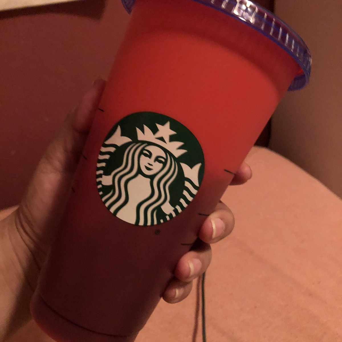 Maybe I'm obsessed with this cup because I never got the Lion King color changing spoons as a child.  #starbucks pic.twitter.com/rhuwAejs2a