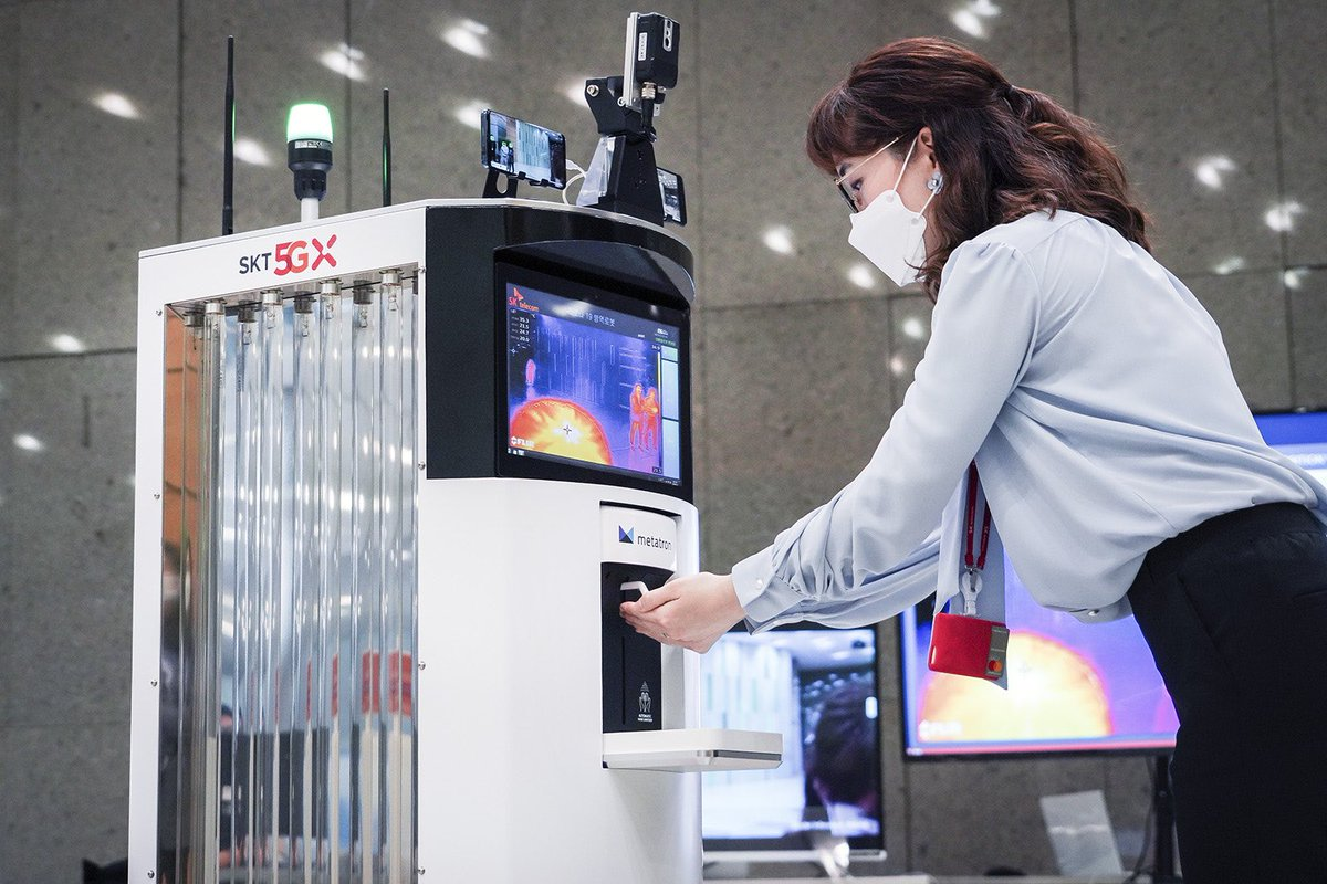 Of course South Korean companies have come up with a Covid-19 robot! This one by SK scans you to see if you're wearing a mask, checks your temperature and dispenses hand sanitizer while reminding you to keep your distance from humans.pic.twitter.com/NqauEGPres