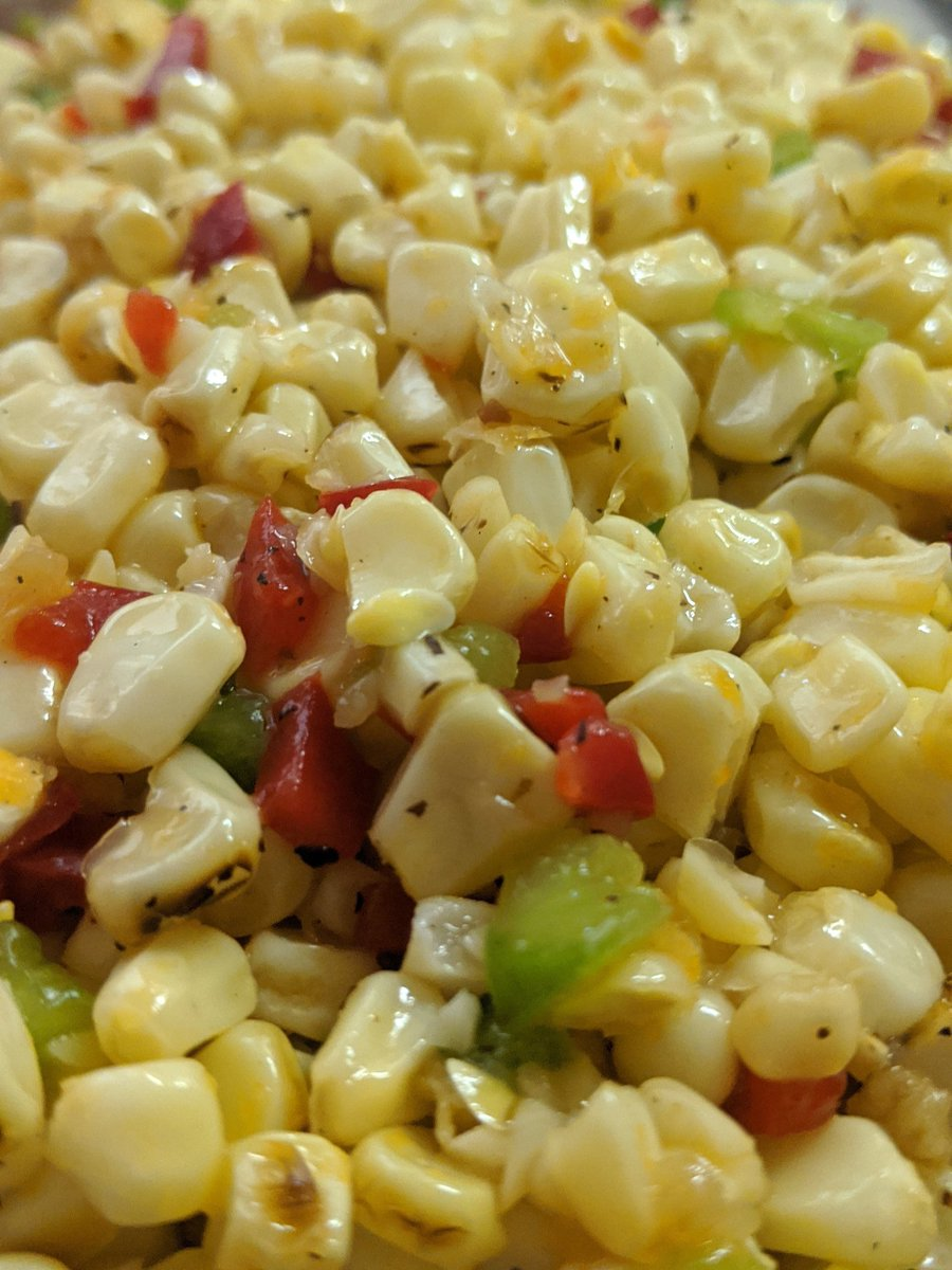 Grilled corn salad ... Sharing virtually  #Grilling #corn #veggies #HealthyFood #MemorialDay2020 #memorialdayweekend2020 #Foodie #delicious #foodpic.twitter.com/XJ7bllaeUs