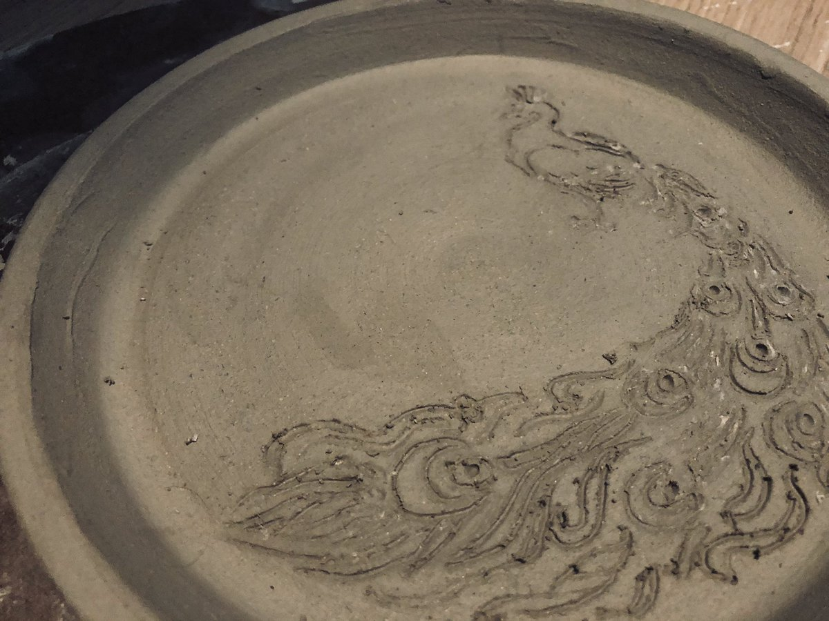 My first plate!!! #pottery #crafting #StayHomepic.twitter.com/ZVpxziBEbS