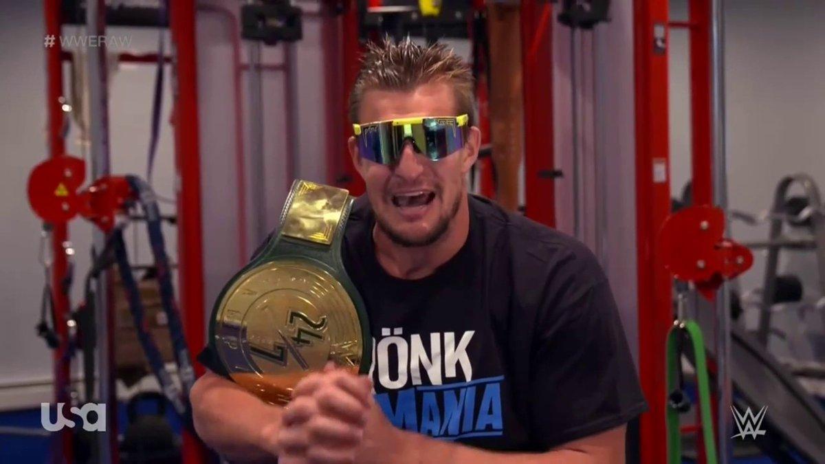 A look. #WWERaw https://t.co/gnnT9AOzgw