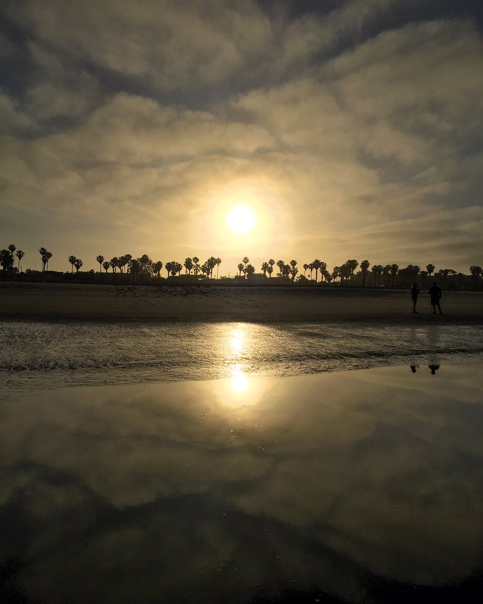 early morning low tide at the beach #MemorialDay in #santamonica pic.twitter.com/JonCOUNGrv
