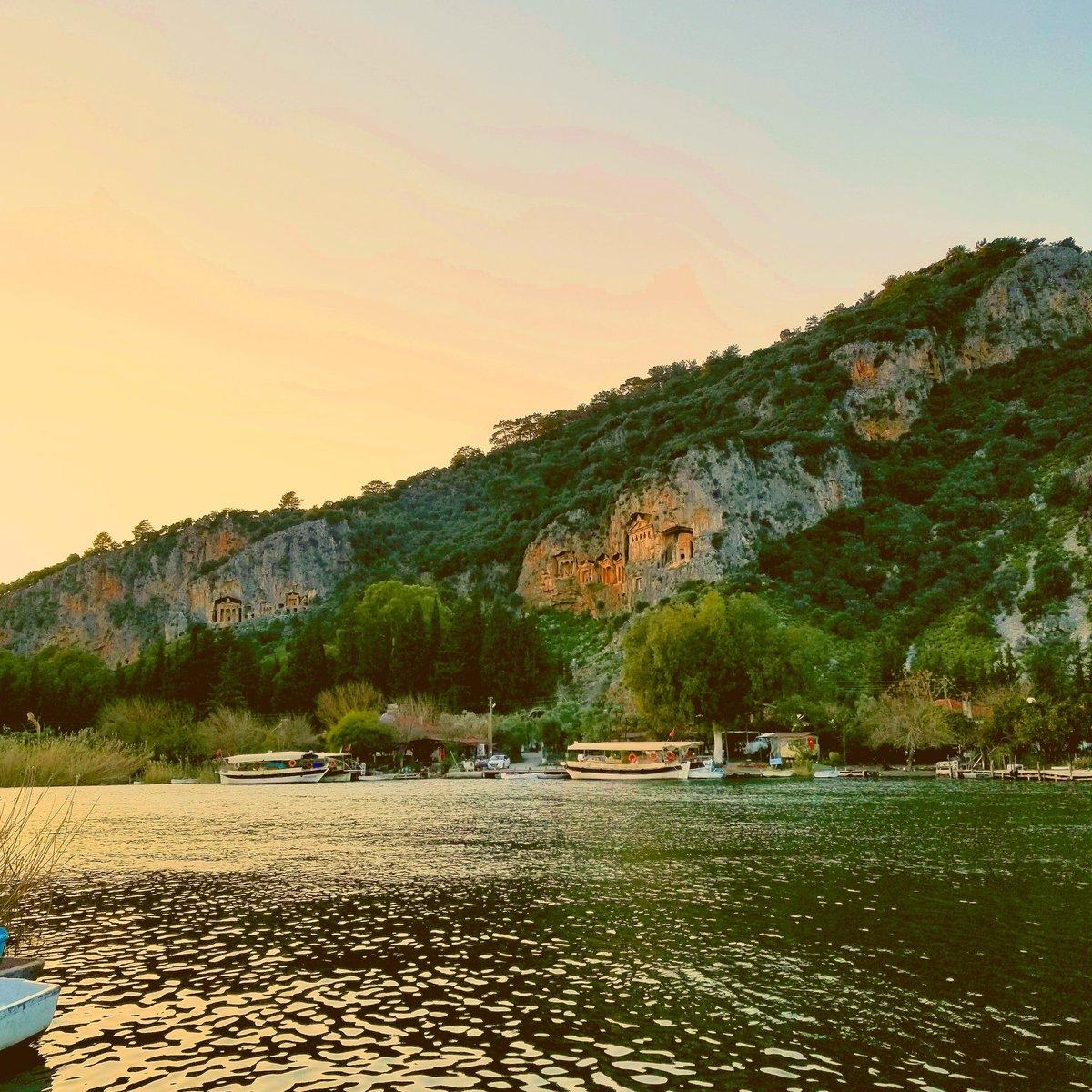Sunset time By Dalyan river   #travel #dalyan  #river #turkey #goodevening  #ortaca #peaceful  #traveler #トルコ #旅行 #sunset #写真 #一人旅 #旅行 #写真 #tatlı  #mutlu  #lycian #picoftheday  #landscapephotography #solotraveler  #photo #beautifulpic.twitter.com/1woFpd03py