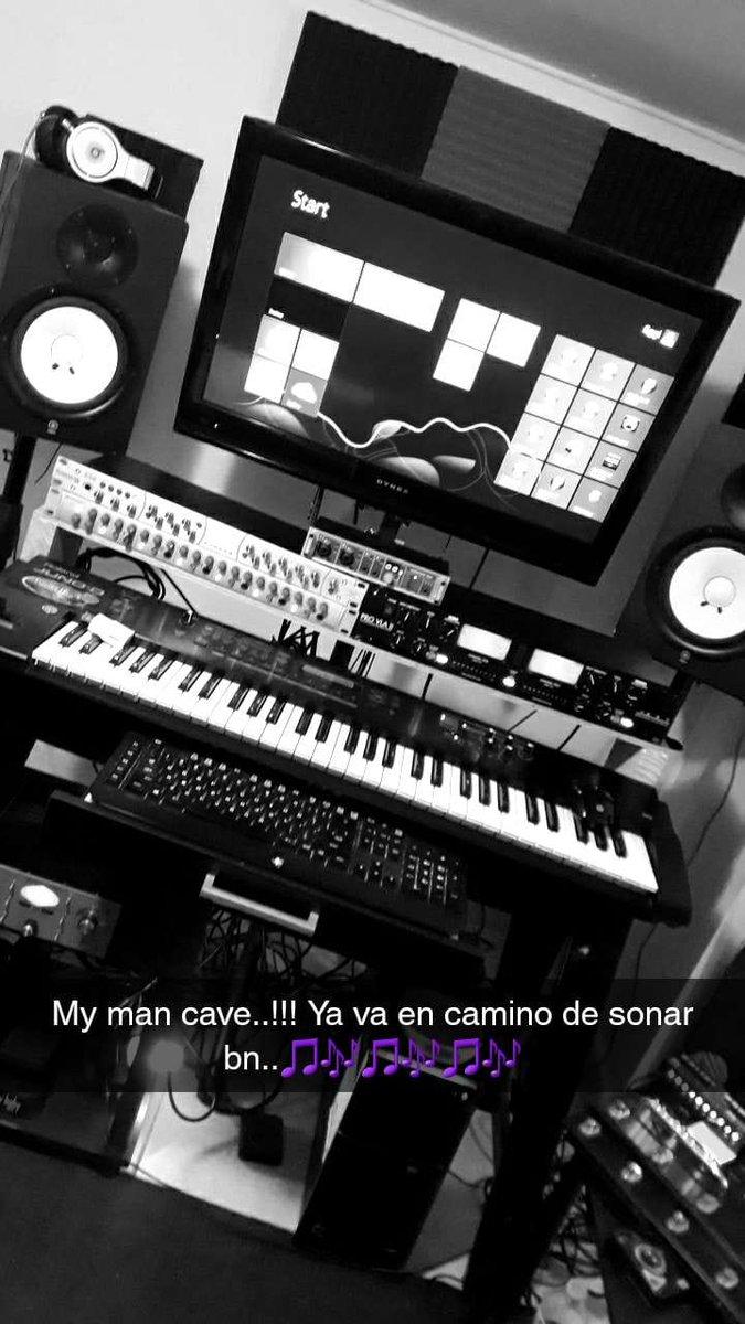 Montando esto bn pq viene juguete nuevo #mancave #eggiruz #studio #presonus #yamaha #universaludio #roland #line6 #RMEpic.twitter.com/iM5bWmN20Z