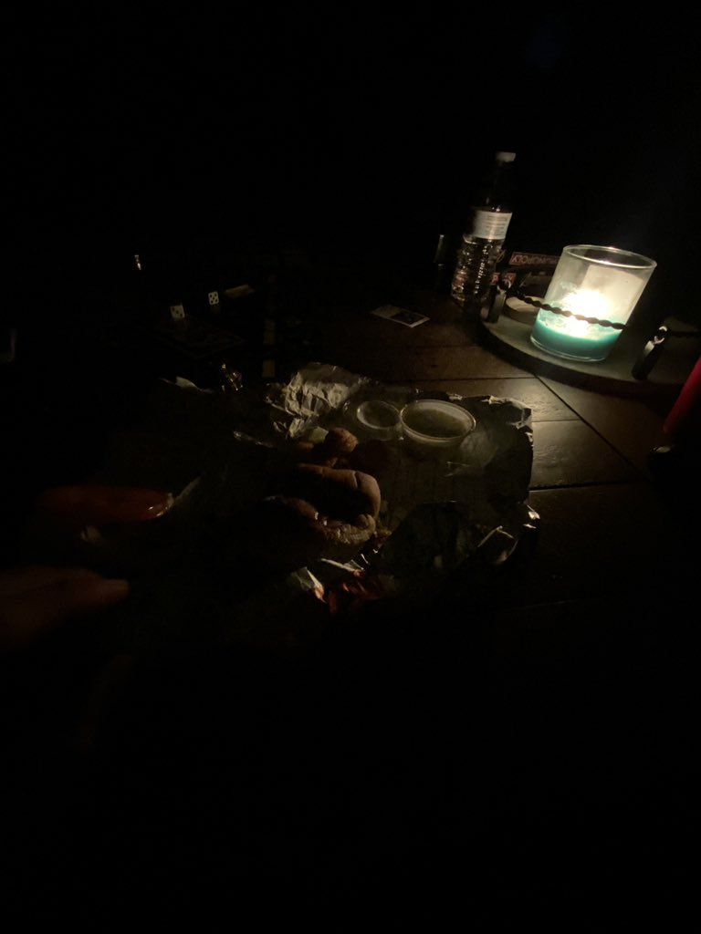 Power is out. #dinner #loadedpic.twitter.com/zJF4CaFISN