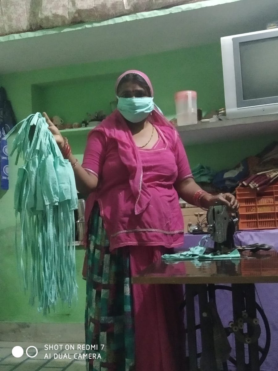 .@ProcterGamble, as part of @WEP_NITIAayogs #MaskingItUpwithWEP initiative, supported @SEWABharat by providing raw material to women home-based workers for making masks in three states, along with distributing sanitary napkins in the community. #FromHomeForHealth