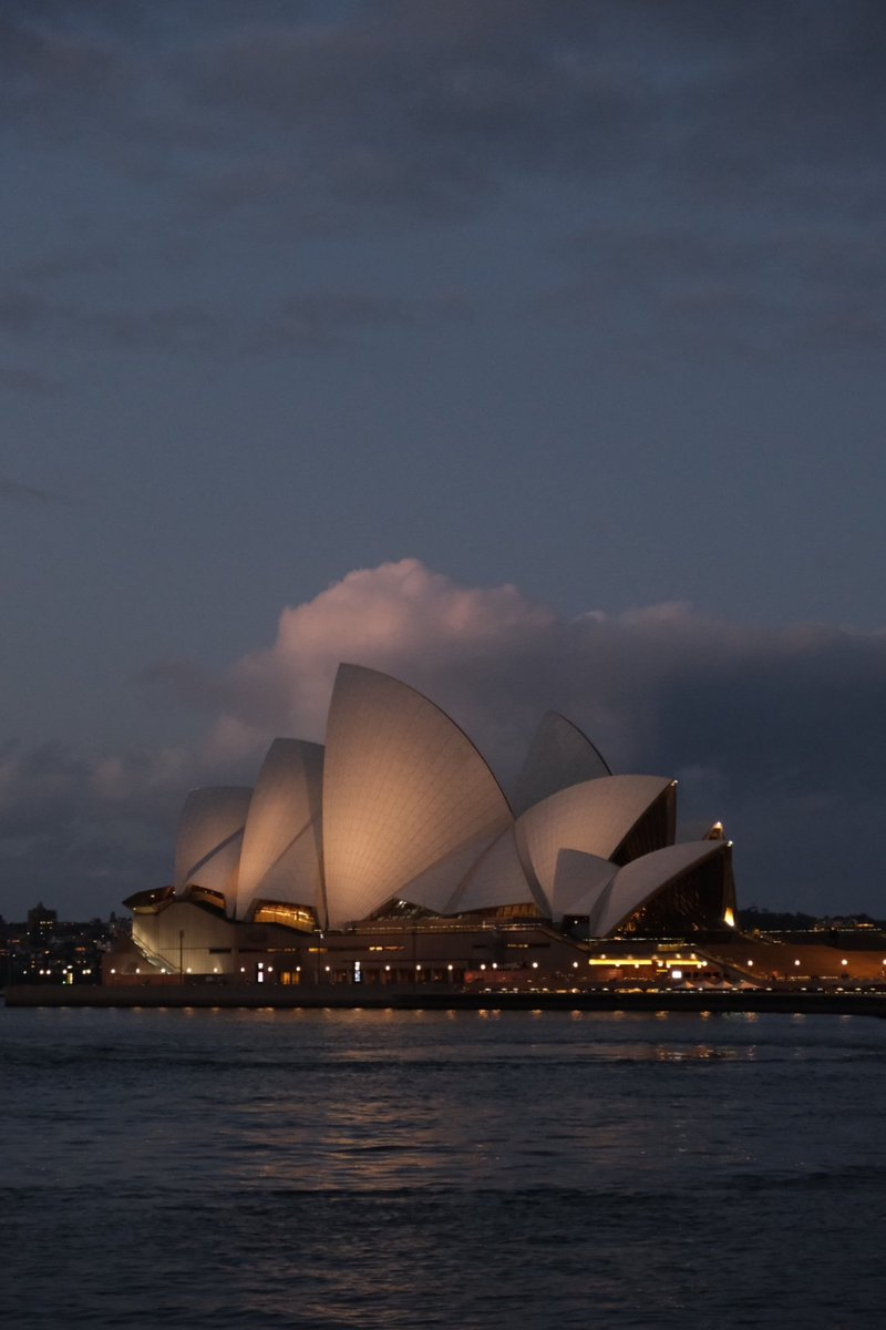 The House of Opera  #Sydney pic.twitter.com/x5SI1lt9Pm