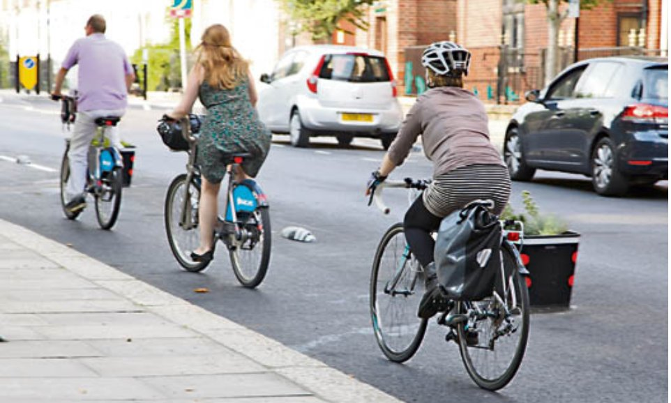 A hospitalin Farringdon is backing calls to repurpose more roads for pedestrians and cyclists. St Bartholomew's, known just as Bart's, has written to Islington Council offering to work on new transport plans.  http://islingtontribune.com/article/hospital-use-roads-for-walking-and-cycling…pic.twitter.com/ZLdQJr7hZD
