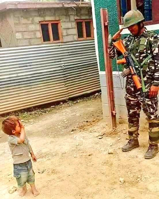 Picture of the day! Jai Hind  #TuesdayMotivation #India<br>http://pic.twitter.com/42Cf0crQvS