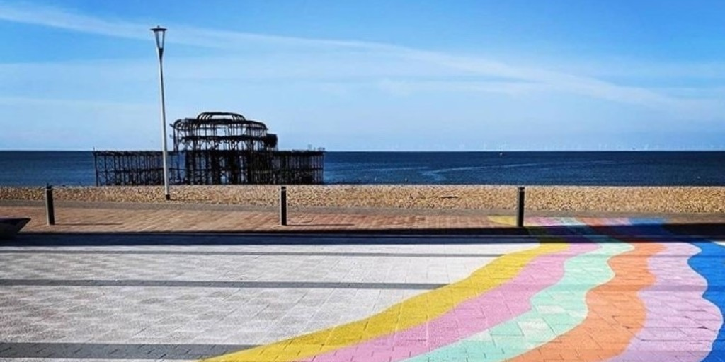Thinking of applying to #SussexUni? Join us at 2pm today for a Life in Brighton Q&A to find out more about our beautiful, beachside city: ow.ly/1aoX50zMsT8 🏖️ If you cant make todays Q&A, weve got lots more coming up: ow.ly/JXYL50zNyyQ 🙌 📷 Suzy Kennedy
