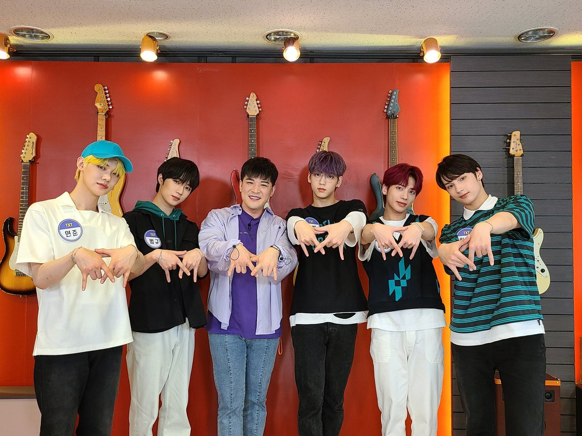 omg shindong and txtive been waiting for some sort of interaction between then and suju <br>http://pic.twitter.com/HXUMLS20IV