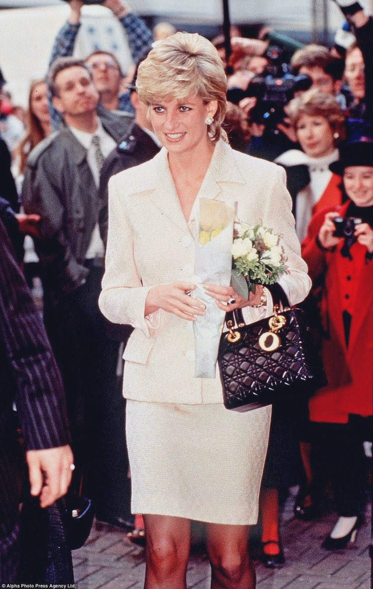 Lady diana and  the lady Dior<br>http://pic.twitter.com/EY9wH39l00