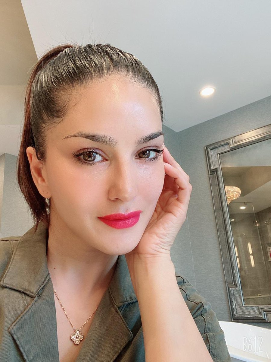 #Summer mood!!   : #WildCherry by @starstruckbysl    Now available at flat 40% OFF only on http://www.suncitystore.com and till stocks!!  #SunnyLeone #fashion #cosmetics #MadeInIndiapic.twitter.com/XMmouZbcxj