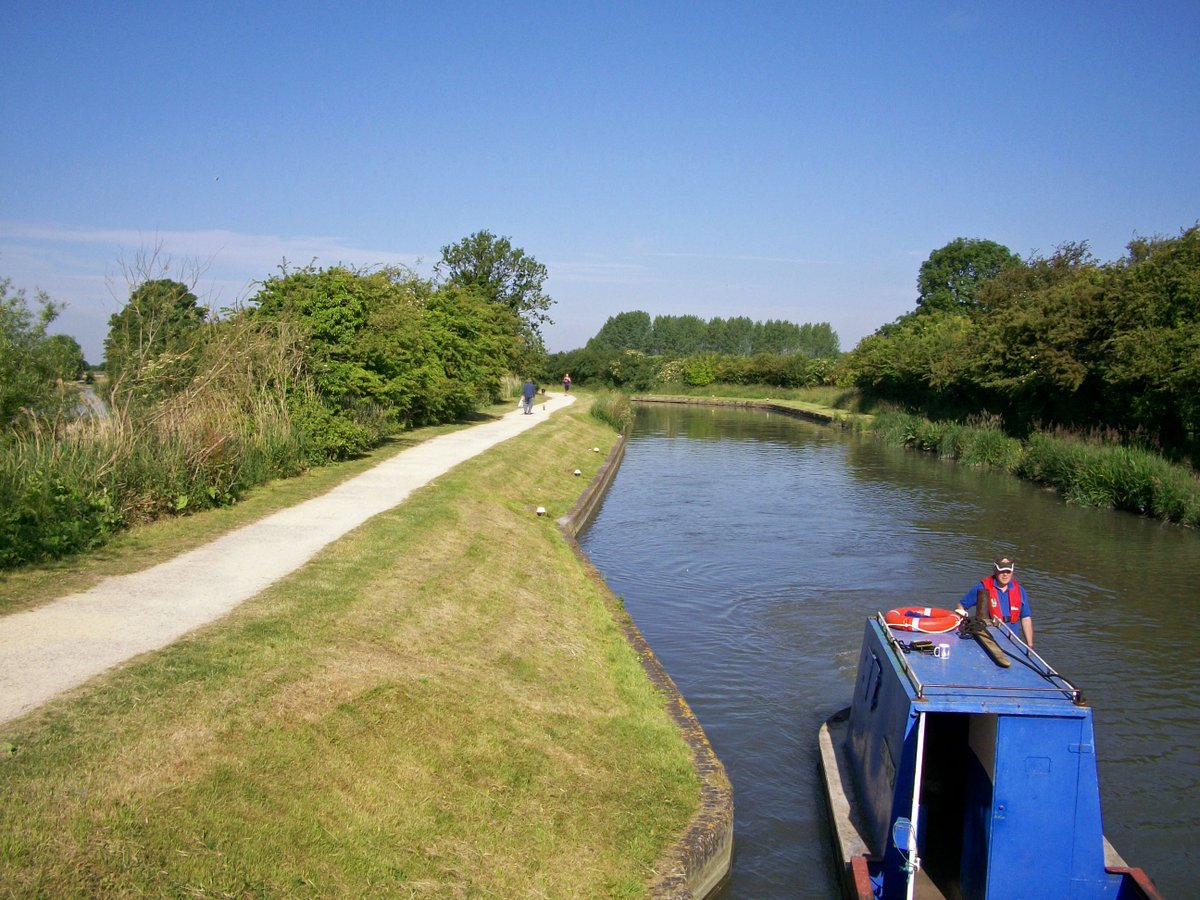 From my archives   #May #year2010  #CanalRiverTrust #GrandUnionCanal #MarsworthFlight   #Canals & #Waterways can provide #Peace & #calm for your own #Wellbeing   #StayAlert #SocialDistancing
