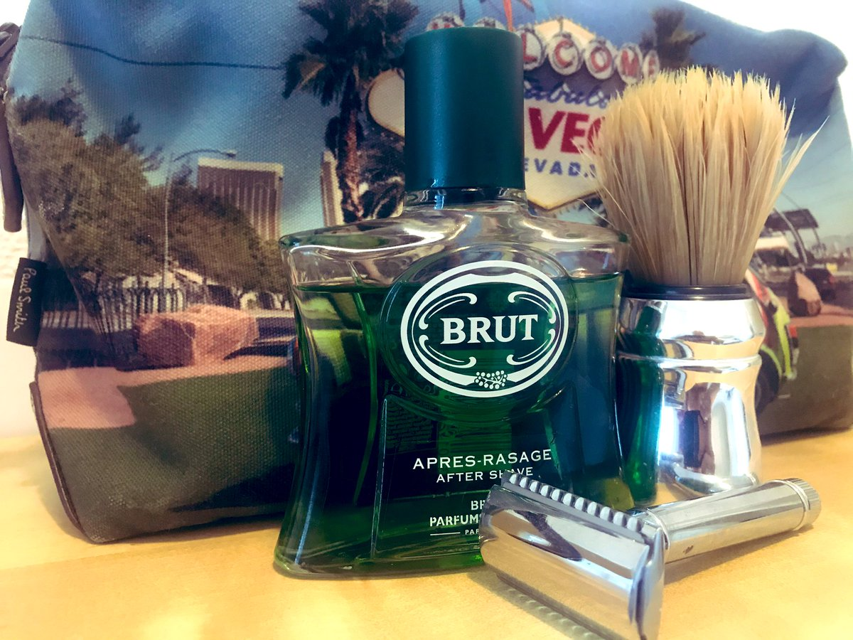 Very retro shave this morning @edwinjagger razor (of course) @Proraso and a splash of BRUT #BrutAftershave #ShaveOfTheDay #FeelFantastic pic.twitter.com/154sNEzyBj