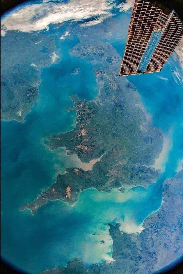 Wonderful view of my wonderful country #UnitedKingdom from the SpaceStation pic.twitter.com/PjalPAW9QP