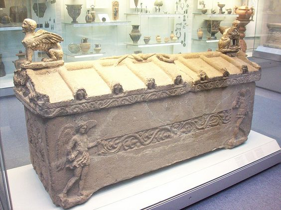 Etruscan Stone Sarcophagus, about 325 - 250 BC, from the 'Grotto Dipinta', Bomarzo, in the British Museum, London #art pic.twitter.com/GsQkLQeN6d