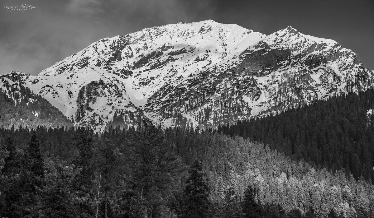 """Adventure may hurt you, but monotony will kill you."" - ibn Batutta . . Pahalgam, Kashmir.  #snow #winter #nature #mountains #pahalgam #photography #travel #mountain #kashmir #landscape #love #winterwonderland #naturephotography #photooftheday #cold #adventurebikeriders #hiking"