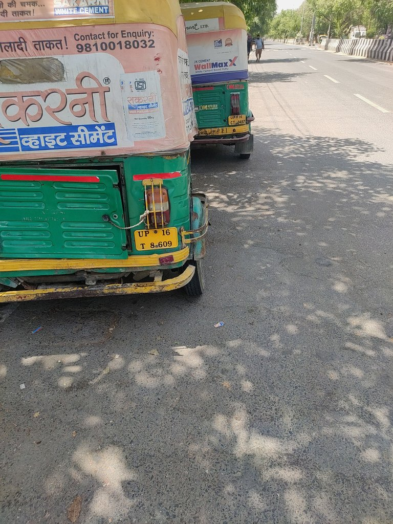 @dmgbnagar @noidapolice  Sir these Autos are asking exorbitant fare of Rs.80 for a distance of mere 5 Km. They are fleecing the men in need of local transportation. Please stop this loot in these trying times. pic.twitter.com/bEIuMJWNlz