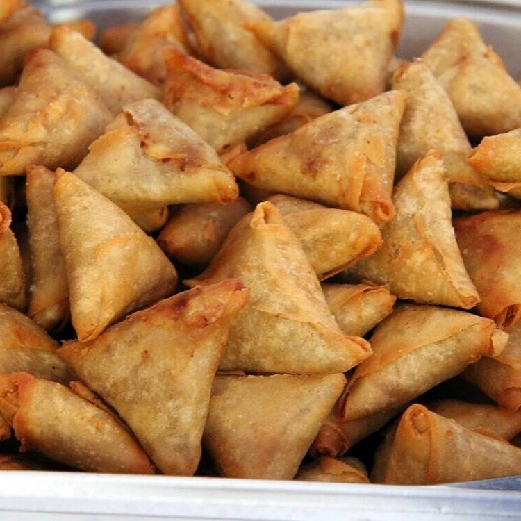 Hello samosa lovers How do you want it served  #smallchopsinkano #smallchopsinkatsina #fingerfoods  #samosa #northbaker #foodie  #snackloverspic.twitter.com/8b4pcq4Zsp