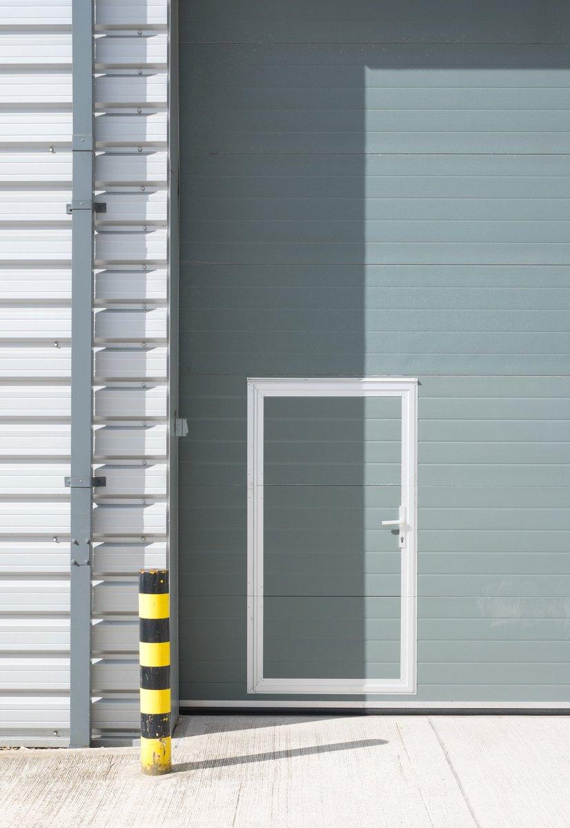 Door  #minimal #photography #light #fujifeed #fujifilm @FujifilmX_UK #super_ordinarylife pic.twitter.com/L2jnf0Anwl