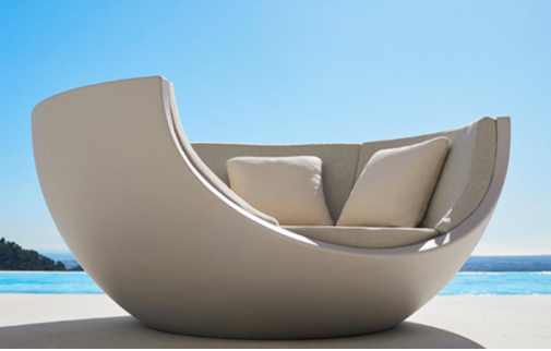 The perfect spot to relax with a refreshing cocktail on those lazy summer days. #outdoorliving #design pic.twitter.com/XZuaqkeSbJ