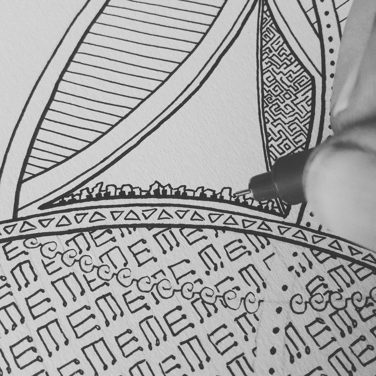 Avoir le sens du détail ! Un mandala, c'est entre 4 et 8 heures de travail... Mais le résultat vaut le coup d'oeil ^^ #mandala #mandalaart #calme #calm #dessiner #dessin #drawing #draw #music #musicislife #photo #photographie #photography #moon #effect #noiretblanc #blackandwhite