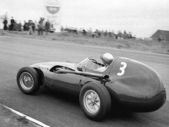 Just how good was Bernie Ecclestone's best mate Stuart Lewis-Evans? The answer is very good indeed. Pic: #OnThisDay in '58 he started the #DutchGP from pole, ahead of his Vanwall team-mates Stirling Moss & Tony Brooks, but his engine failed; Moss won. (1/5) https://t.co/TkYFohk84x